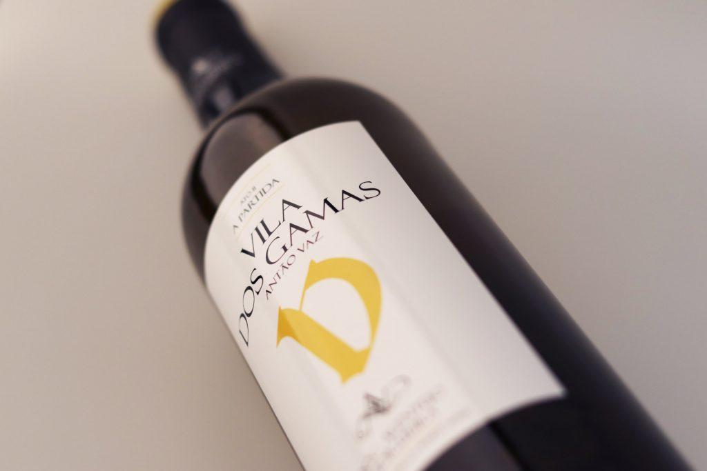Garrafa de vinho deitada, Vila dos Gama Antão Vaz